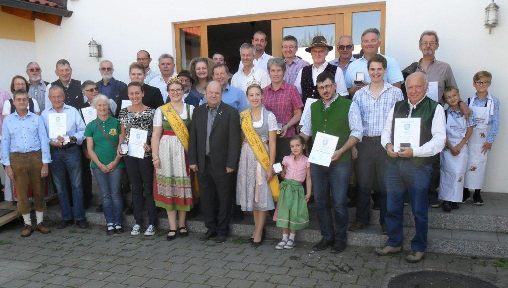 Gruppenbild aller Preisträger der Honigprämierung 2018